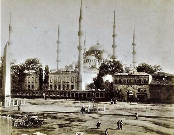 Γιατί ο Σουλτάνος ο Μαχμούτ Β΄ έσφαξε χιλιάδες Γενίτσαρους μέσα στην Πόλη το 1826. Ο ρόλος της ελληνικής επανάστασης στην ανάδειξη του στρατιωτικού παρακράτους