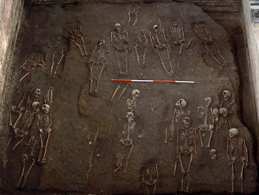 """Πόσο παλιός είναι ο καρκίνος; Έρευνα του Κέιμπριτζ σε σκελετούς ανθρώπων επιβεβαίωσε ότι """"σάρωνε"""" και τον Μεσαίωνα. Τα συμπεράσματα – ανατροπή"""