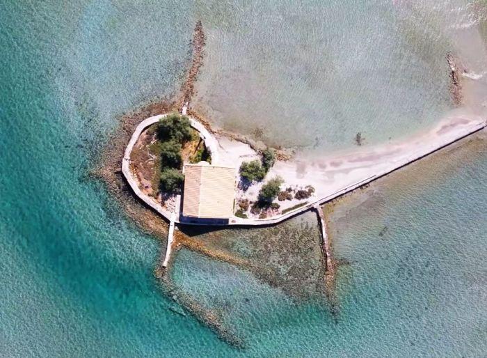 Άγιος Νικόλαος, Σικελιανός, νησί