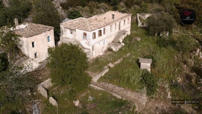 Πέστανη-Κρυόβρυση. Η τραγική ιστορία του χωριού-φαντάσματος της Θεσπρωτίας. Δείτε από ψηλά τους ερημωμένους δρόμους και τα ερειπωμένα σπίτια (drone)