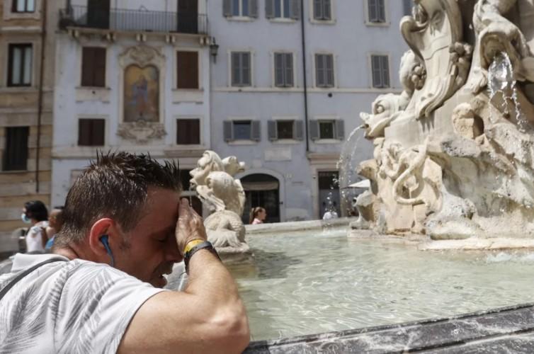 Πανευρωπαϊκό ρεκόρ καύσωνα στη Σικελία με 48,8 βαθμούς Κελσίου. Μεγάλες πυρκαγιές – εκκενώσεις χωριών