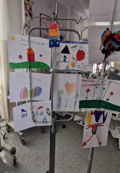 «Ξύπνησε» ο 6χρονος που τραυματίστηκε στα καρτ. Βούρκωσε από τις ζωγραφιές των συμμαθητών του