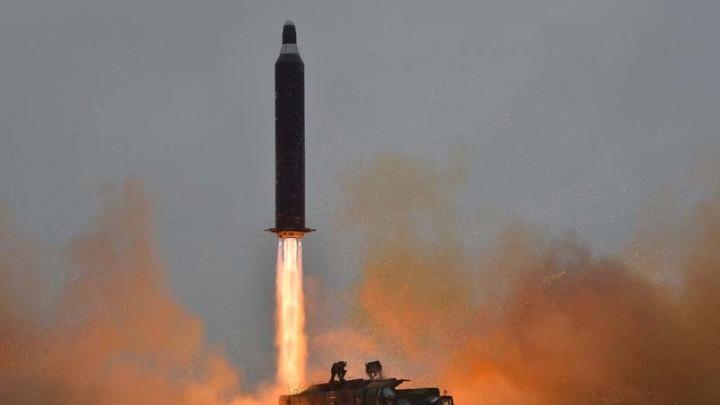 Νέα δοκιμαστική εκτόξευση βαλλιστικών πυραύλων από την Βόρεια Κορέα. Τι συμβαίνει με το οπλοστάσιό της