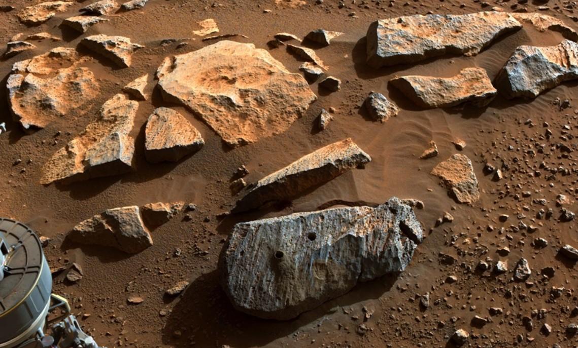 NASA. Ενδείξεις μακροχρόνιας έκθεσης σε νερό στον πλανήτη Άρη επιβεβαίωσε το ρομποτικό ρόβερ