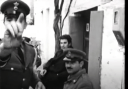 Ο χωροφύλακας που έγινε τραγούδι καταγγελίας από τον Μίκη Θεοδωράκη. Το άγνωστο φιλμ από την εξορία της Ζάτουνας