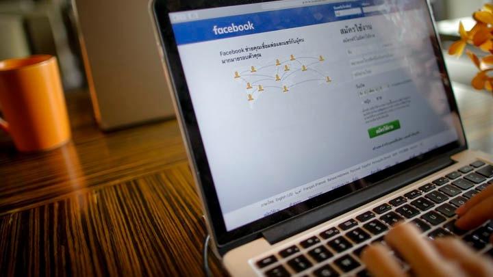 Eθισμένοι με τα social media οι Έλληνες. Τέσσερις στους πέντε είναι ενεργοί χρήστες- Τι δείχνει έρευνα