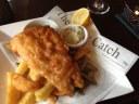 Το δημοφιλές πιάτο fish and chips. Είναι το εθνικό φαγητό των Βρετανών, αλλά το δημιούργησαν οι διωκόμενοι Εβραίοι της Ισπανίας