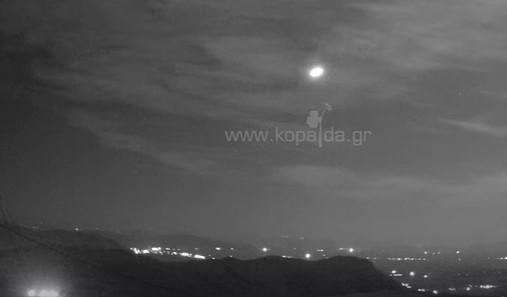 Mετέωρο «φώτισε» τη νύχτα. Έγινε ορατό σε πολλές περιοχές της Ελλάδας (Βίντεο)