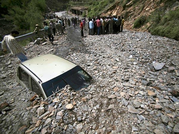 science-extreme-weather-landslide_47514_600x450