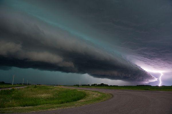 science-extreme-weather-lightning-minnesota_47515_600x450