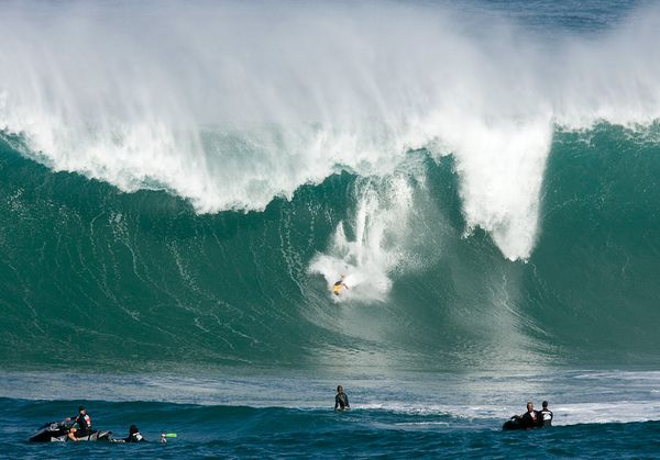 science-extreme-weather-surfing-wave_47517_600x450
