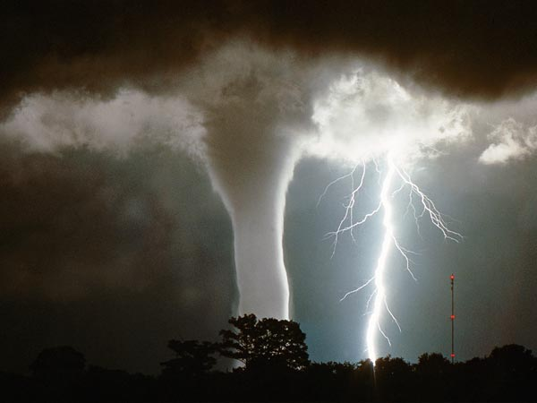 science-extreme-weather-waterspout-florida_47520_600x450