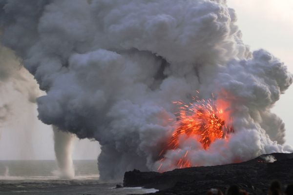 waterspout-kilauea-volcano_4683_600x450