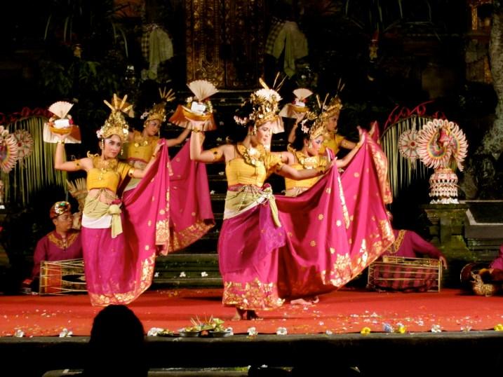 dansul traditional indonezian