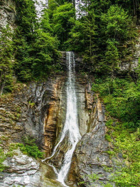 cascada apa spanzurata de pe valea latoritei