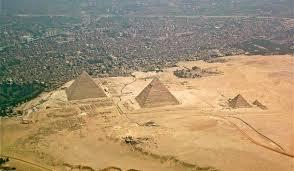 cum au fost contruite piramidele