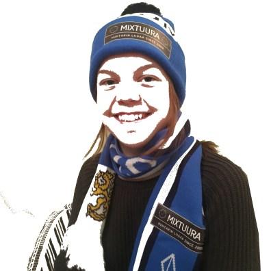 Kaisa_ja_Mixtuura-Suomi-100-pipo-ja-kaulahuivi