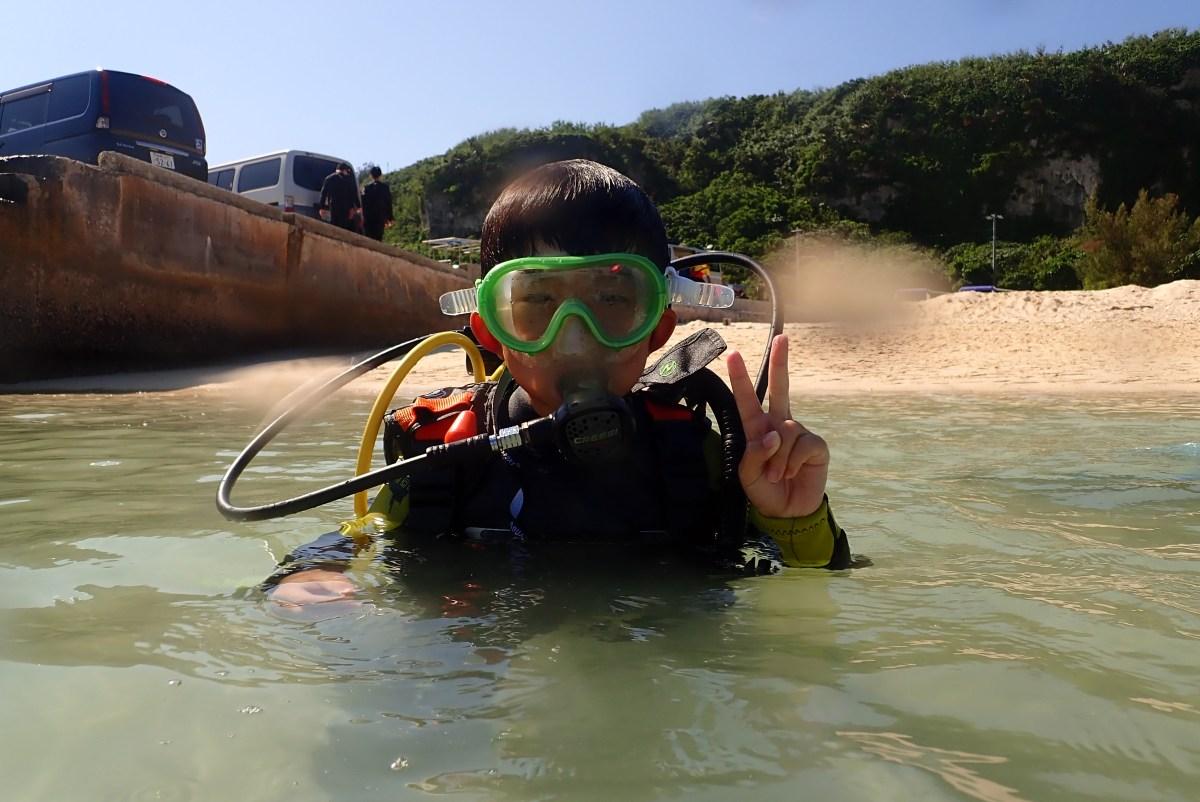 船検のため来間島のビーチで親子で体験ダイビング