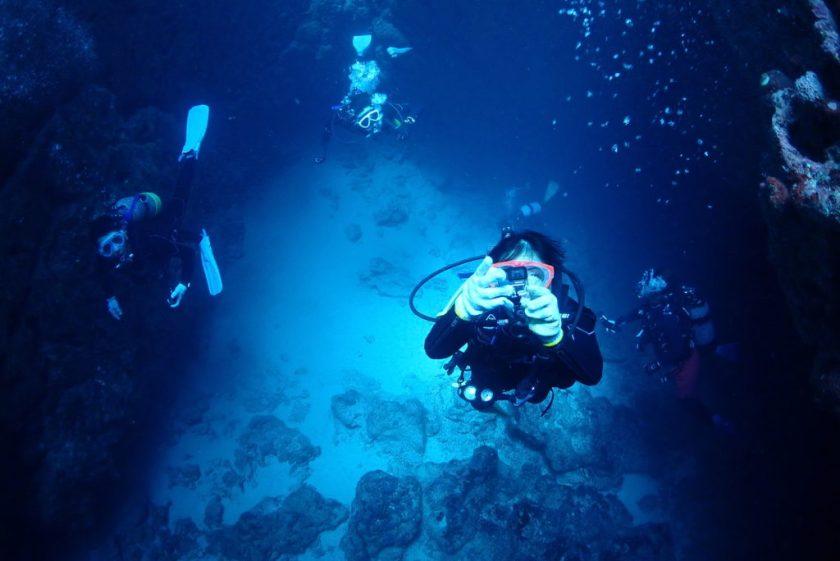 伊良部島ダイビング・クロスホール