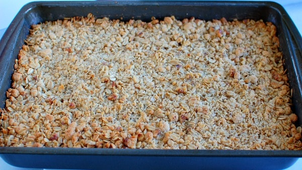 Golden brown, crunchy, crumbly fig bars with oats and walnuts. | mjbakesalot.com