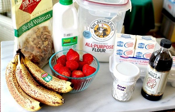 Your grandmother's banana bread is updated with juicy strawberries and crunchy walnuts in an easy recipe that you'll want to make often. With or without a smear of cream cheese, strawberry banana walnut bread makes a great breakfast, afternoon snack, or dessert. | mjbakesalot.com