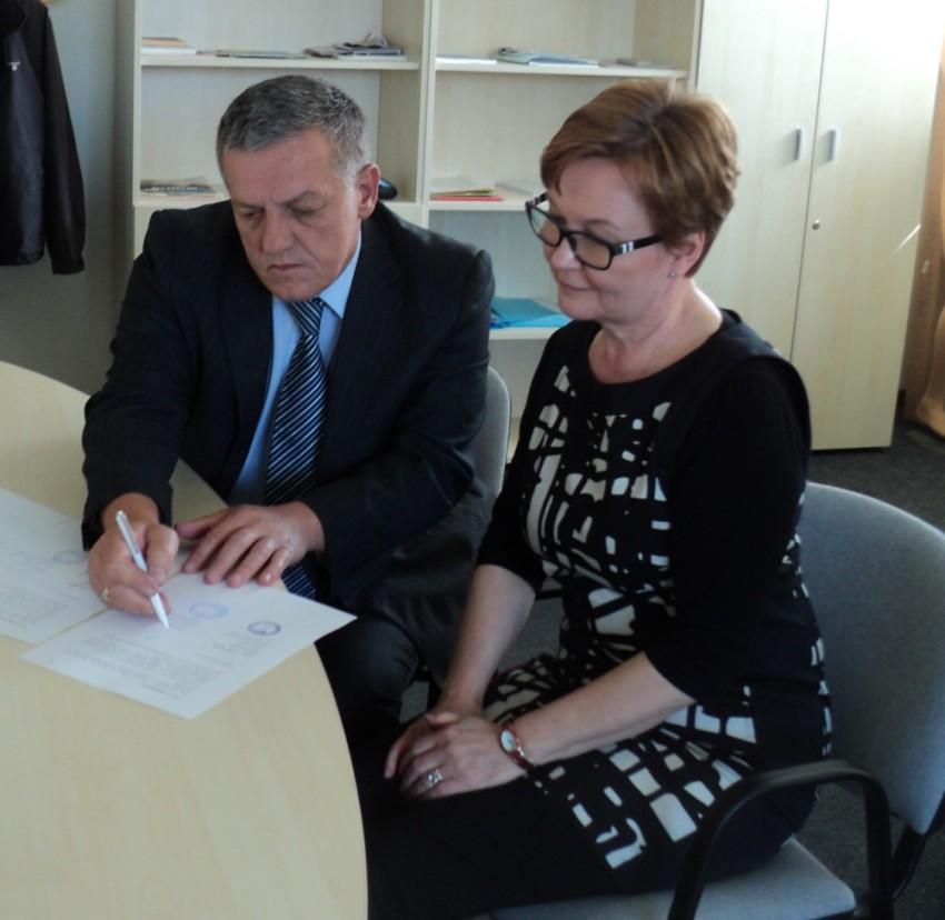 MoC signing DFM by Director Arsim Gërxhaliu