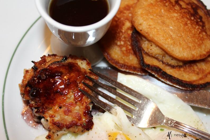#sweetpotatopancakes#turkeysausage#maisonlavigne