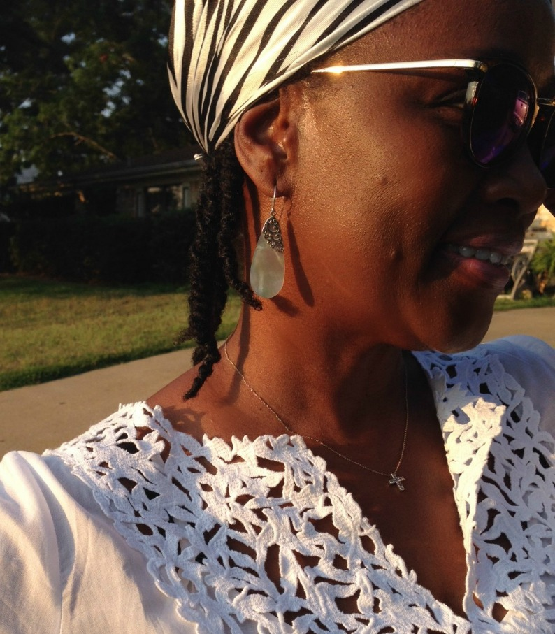 #zebraprintheadscarf #whitelaceblouse #motherofpearldangleearrings