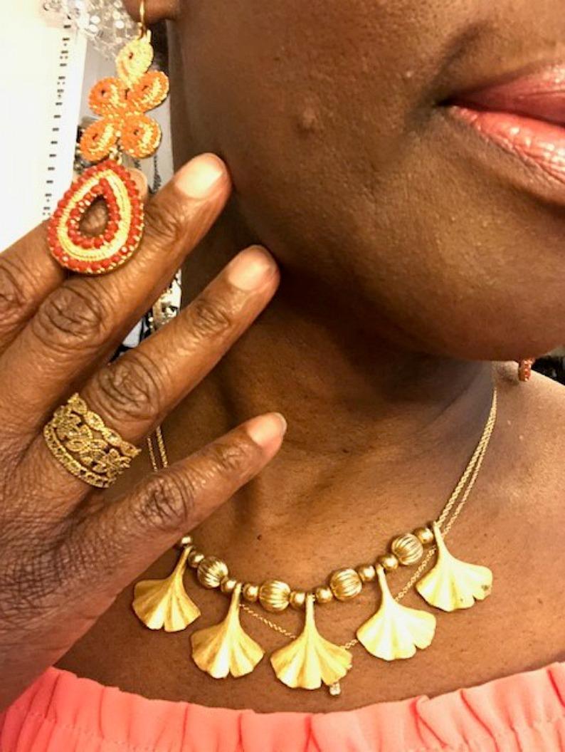 #goldvintagenecklace #mjonesstyle #wednesdaysclosettips #stellsanddotearrings #barsetrigoldring
