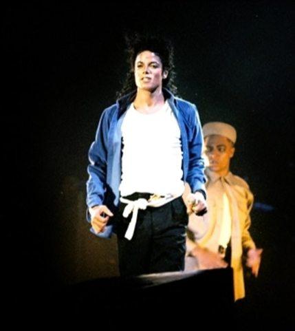 Bad-Tour-The-Way-You-Make-Me-Feel-michael-jackson-13443889-335-5002