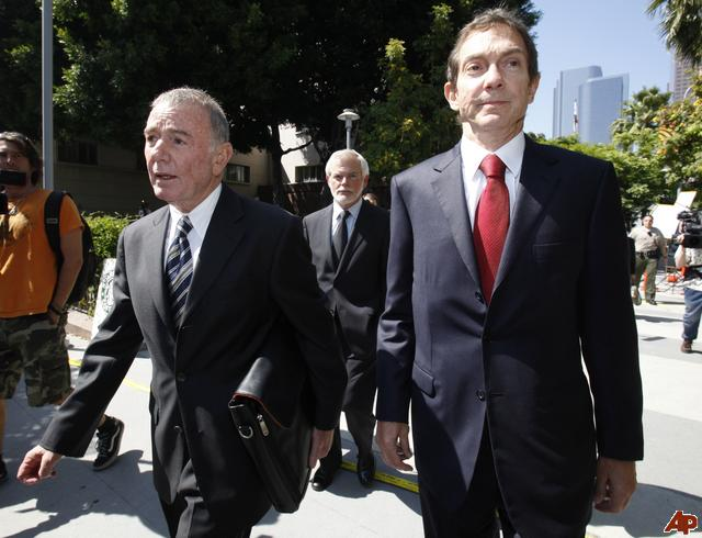 MJ 2010 Weitzman and Branca