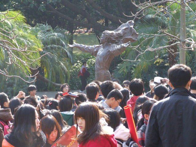 mj_china_statue_01_c.Kerry_Hennigan_2011