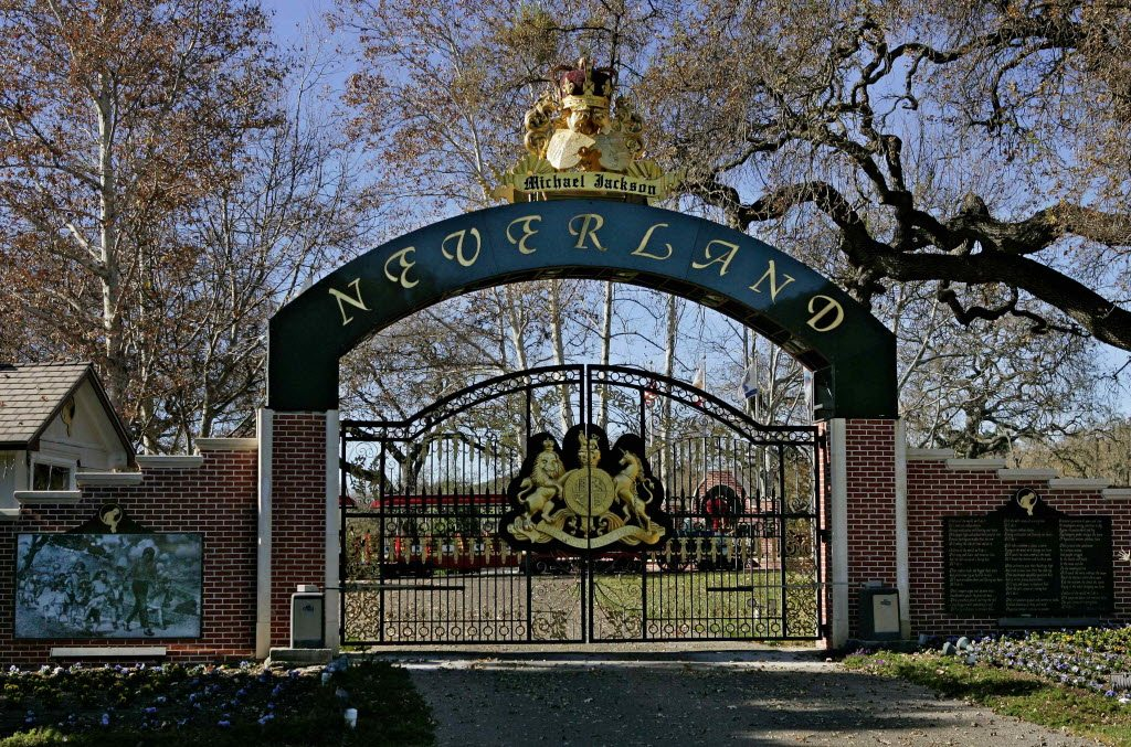 neverland-ranch-gate-1