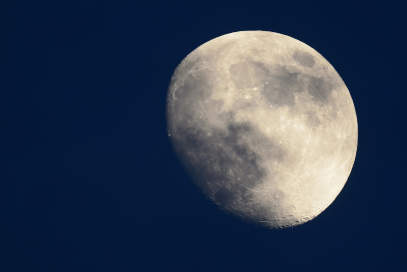 Moon seen through Sigma teleconverter TC-2001 Waterbeach Recreation Ground.