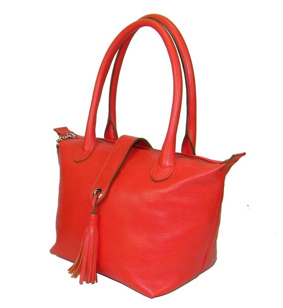 sac à main à pompon en cuir grainé corail made in france