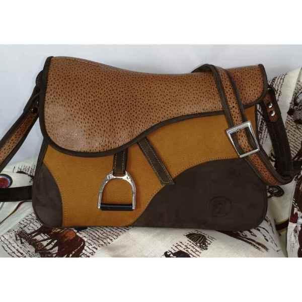 Besace artisanale en cuir en forme de selle de cheval made in France