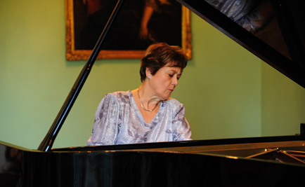 Maria Luisa Cantos, piano at WA