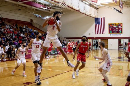 Grand Blanc Boys Basketball besiegt Orchard Lake St. Mary's im Viertelfinale der Division 1