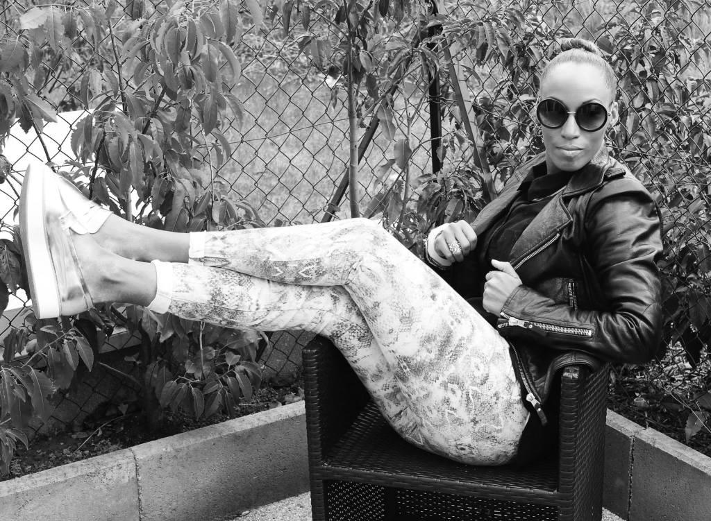 Style 80's pantalon imprimé Zara, perfecto Balenciaga, chassurs primark