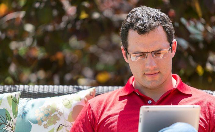 reading-ipad-outside-lifestyle