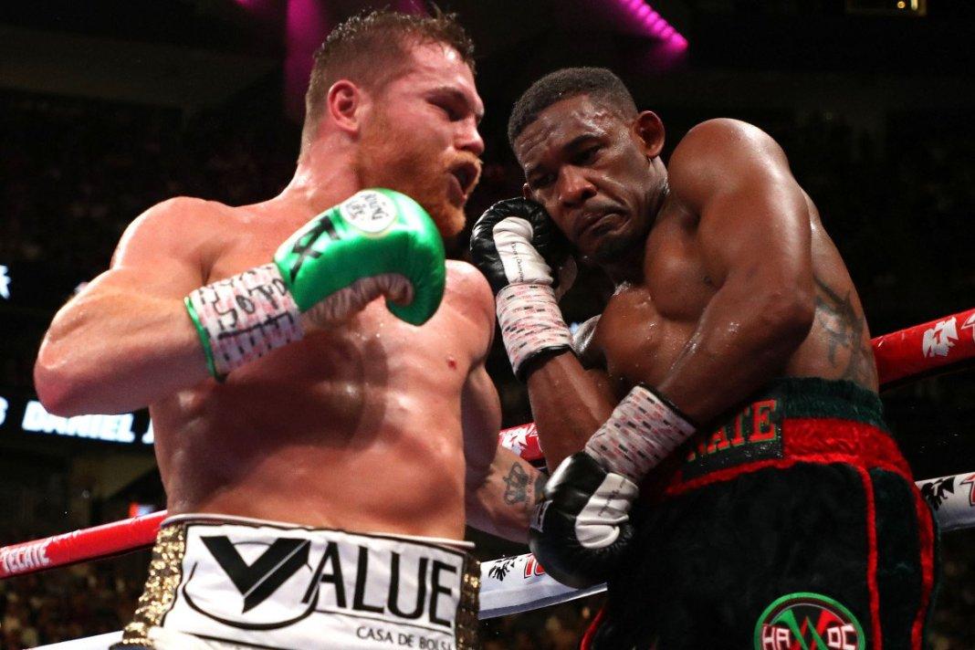 Canelo Alvarez defeats Daniel Jacobs to unify the middleweight division - Alvarez