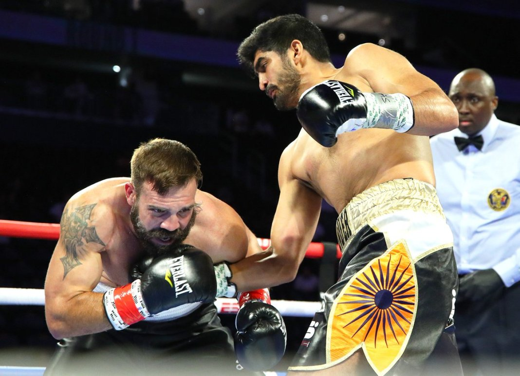 VIDEO: Vijender Singh beats Mike Snider via TKO in the fourth round - Vijender