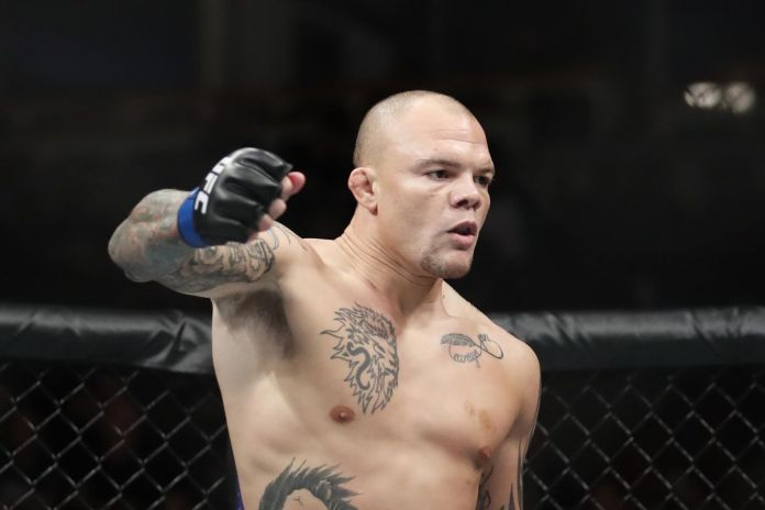 Anthony Smith: Corey Anderson lucky to have a job after all the fights he turns down! - Smith