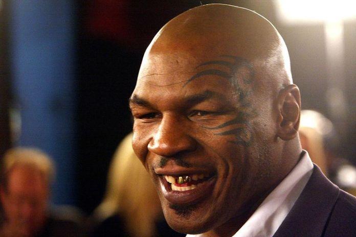 Într-un mod foarte didactic, Mike Tyson îți explică cum să dai un pumn de KO (VIDEO) Sursa Foto: Kevin Winter / Getty Images