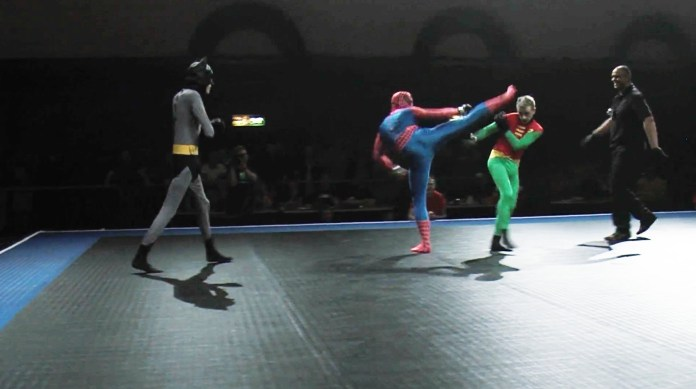 VIDEO. Luptă MMA: Spiderman vs. Batman & Robin. Cine credeți că va câștiga?