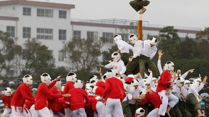 Acesta este cel mai ciudat și brutal sport din lume!
