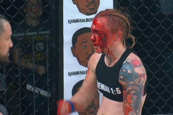 VIDEO. Kal Schwartz reușește cel mai sângeros TKO al anului din MMA-ul feminin!