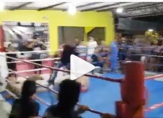 VIDEO. Un dublu-KO în Muay Thai! Luptătorii s-au trimis la culcare unul pe celălalt în același timp!