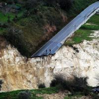 L'AVVELENATA | In Calabria i rifiuti sventrano le montagne