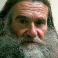 La divisa e il barbone, storia di un giusto